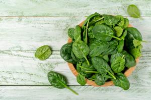 Alimentos ricos en magnesio y potasio: verduras de hoja verde