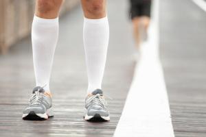 Cómo aliviar la fatiga muscular: medias de compresión